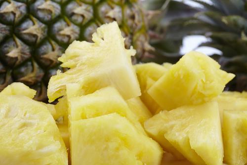 パイナップル 包丁 器 切り方 作り方 くりぬき方