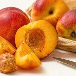 桃の変色を防止するにはレモン汁や塩水、砂糖水は効果的?